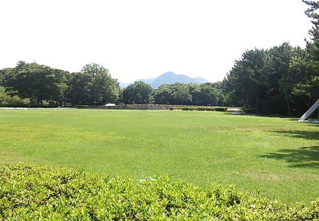 萩市の西端 萩城跡の西隣に位置する日本海を眺めることが出来る都市公園