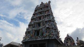 スリ バダパティラ カリアマン寺院