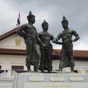 旧市街見学途中に見学 Three Kings Monument Square