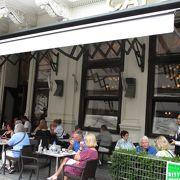 ホテル・ザッハー1階のレストラン、とても賑わっていました