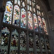 塔からの眺めとステンドグラス