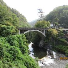 玄関口の長潭橋(ながとろばし)