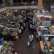 ピン川沿いの市場