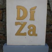 ディザは、ディリ市内からクリストレイに行く途中にある、ポルトガル料理が有名なレストランです。
