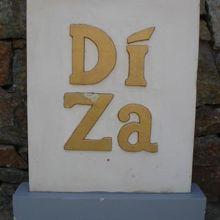 ディザの入り口に置かれている標識です。道路に面しています。