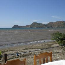 海岸沿いの客席から見たクリストレイ方向の海岸の様子です。