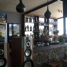 店内敷地の西側にあるバーです。ポルトガルワインがお勧めです。