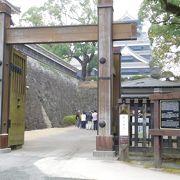 宇土櫓近くの門