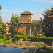 パルタル庭園の池と貴婦人の塔
