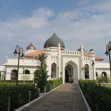 マレーシア有数の規模のモスク