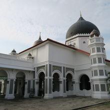 裏庭から見たモスク