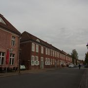 レンガ色の建物が並ぶ地区