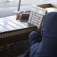 駅構内の足湯
