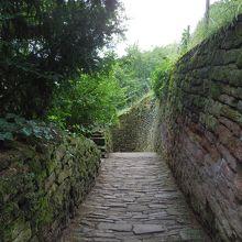 石畳の坂道(上から撮影)