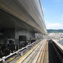 京都駅北陸線ホームと駅ビル