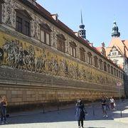 25000枚のマイセン焼きタイル使用の壁画