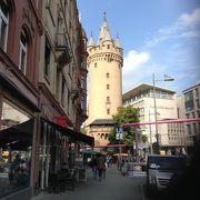 街の中で目立つ塔