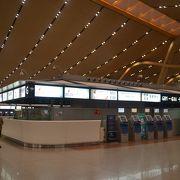 巨大な空港