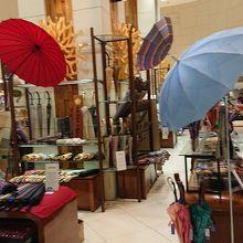 傘を販売中