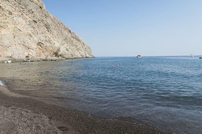 古代ティラの眼下に広がるビーチ