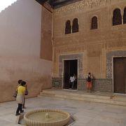 ナスル宮殿の一番初めの世界