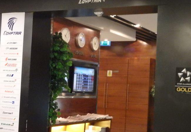 フラッグシップ拠点空港の国際線ラウンジとは思えません