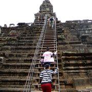 上に登るための階段は急峻です