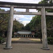宮崎神宮の横で英霊が眠る