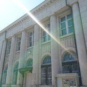 石造りの近代銀行建築