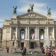 リヴィフオペラ バレエ劇場