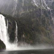 滝の水しぶき 迫力がすごい、やはり雨具を着て浴びたい