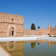 かつては豪華絢爛であった巨大な宮殿跡です。