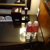 1日一人1本お水のペットボトルが無料。
