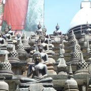 ずらりと並ぶ仏像が印象的
