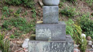 孝子源丞内の墓