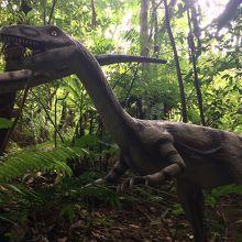紅いもタルトを食べてる恐竜♪