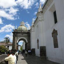 キト大聖堂 (ラ カテドラル)