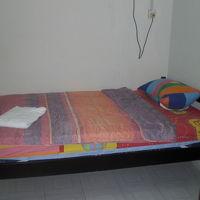 客室内のベッドです。毎日の清掃、洗濯、ベッドメーキング