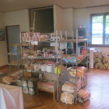 管理棟で簡単な食糧なども購入可能です