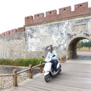 かつては門の上に楼閣が有りました。