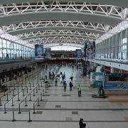 長距離国際線が主体の空港