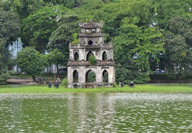 亀の塔。鶴の塔はありませぬ。