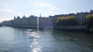 パリと言ったらセーヌ河!