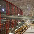 第3ターミナルは広くてきれい。第2ターミナルは混乱