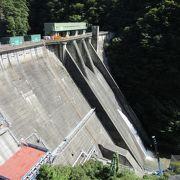 五十里ダムによって作られた人造湖、ビューポイントは「五十里ダムの展望台」より「道の駅 湯西川」がお勧め