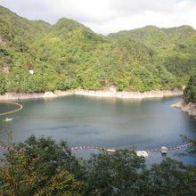 瀬戸合峡遊歩道から望んだ川俣湖