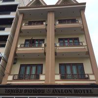 隣のホテルが大きく、遠くから見つけやすいです。