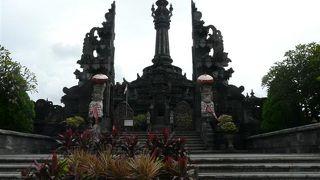 ププタン記念碑