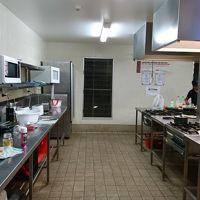 キッチンもあります。食材も近くで売ってるらしいです。