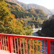 この時期でも、黒部峡谷周辺は紅葉がまだ見れます。